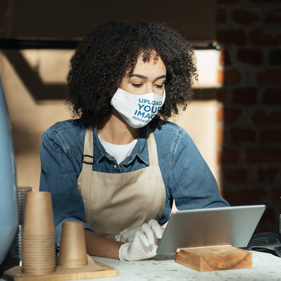 Face Mask Mockup of a Female Barista at Work 45887-r-el2