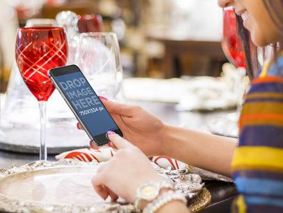 Using iPhone 6 At The Dinner