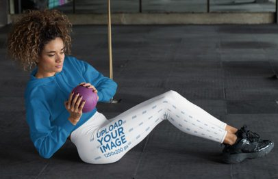 Sports Leggings Mockup of a Woman Doing Abs Workout 31369