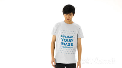 T-Shirt Video of a Young Man Pointing at His T-Shirt 44632v