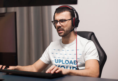 T-Shirt Mockup of a Pro Gamer Doing a Streaming 40711-r-el2