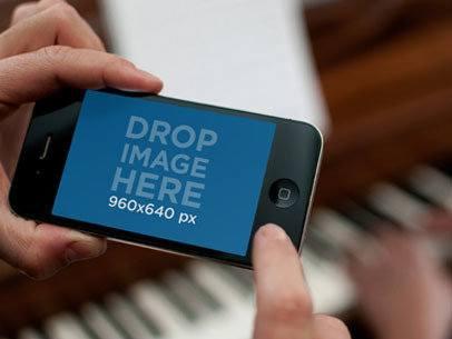 Black iPhone 4 Horizontal Piano